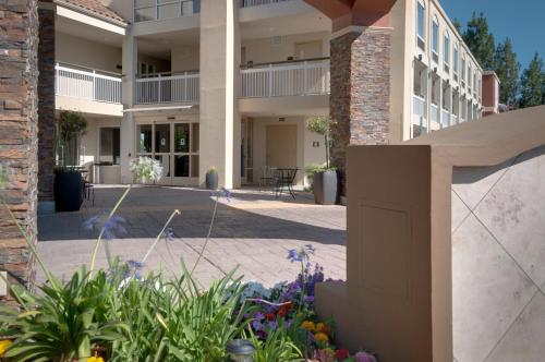 Best Western PLUS Rancho Cordova Inn Photo