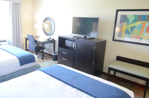 Holiday Inn Express & Suites Houston Northwest-Brookhollow Photo