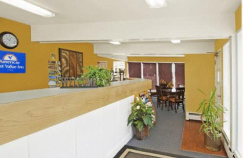 Americas Best Value Inn & Suites Boulder website