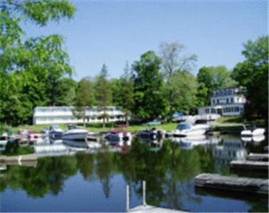 Antons On The Lake Country Inn And Marina – Bed And Breakfast