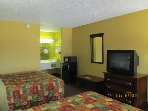 Americas Best Value Inn Byram Photo