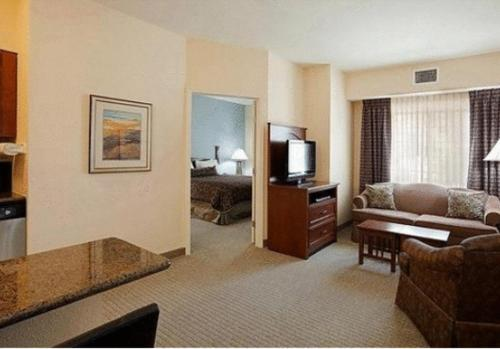 Staybridge Suites Lafayette-Airport Photo