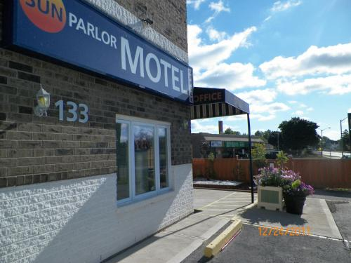 Sunparlor Motel Photo