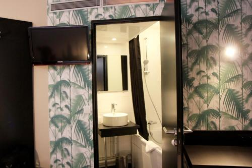 Comfort Hotel Davout Nation Paris 20 photo 21