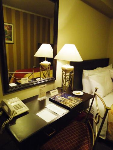 Leon De Oro Inn & Suites Photo