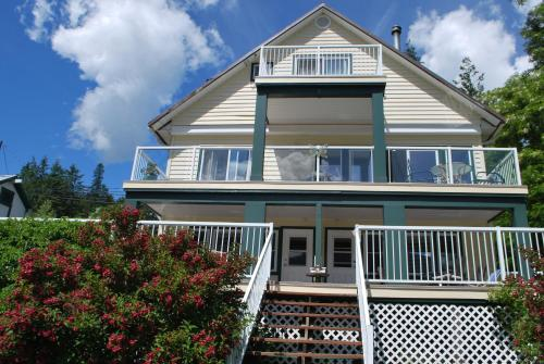 Willow Point Beach House Bed & Breakfast Photo