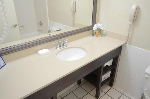Best Western Plus Westchase Mini-Suites photo 5
