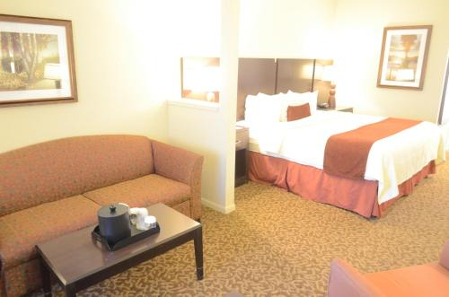 Best Western Plus Westchase Mini-Suites photo 8