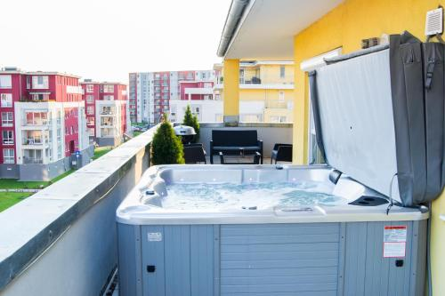 Brasov Penthouse Retreat photo 11