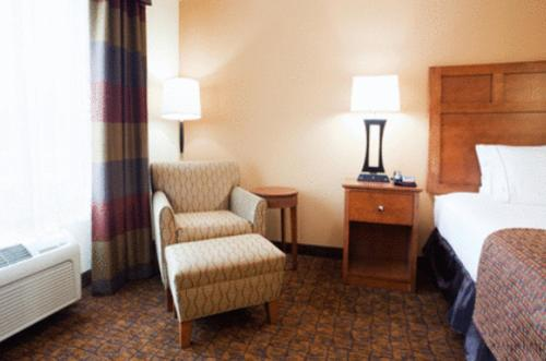 Holiday Inn Express Hotel & Suites Mount Airy Photo