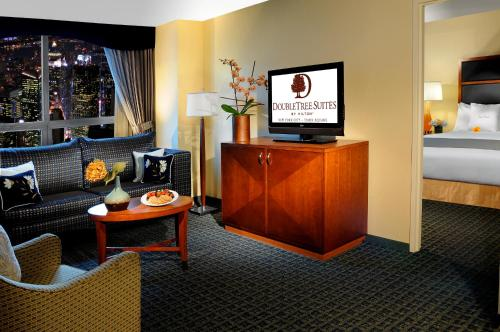 DoubleTree Suites by Hilton NYC - Times Square photo 8