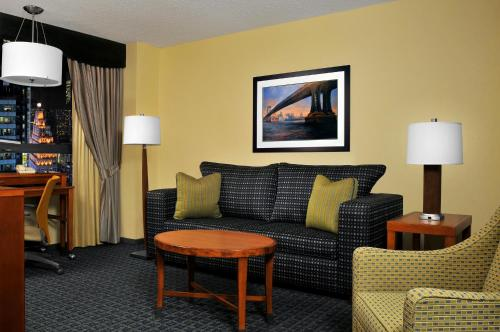 DoubleTree Suites by Hilton NYC - Times Square photo 9