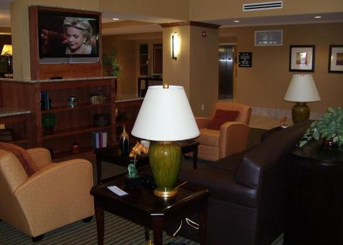Hampton Inn and Suites Bakersfield North-Airport Photo