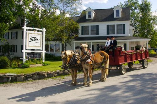 The Stowe Inn and Tavern Photo