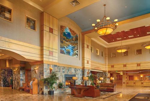 DoubleTree By Hilton Hotel Denver - Stapleton North Photo