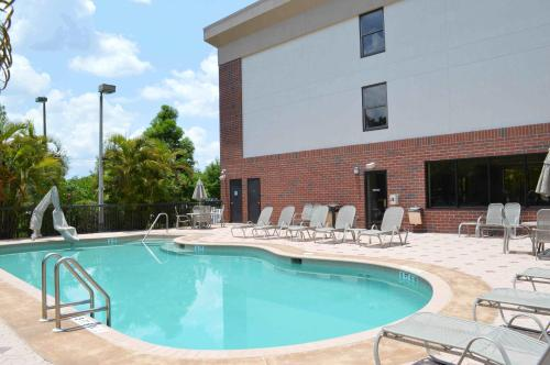 Days Inn & Suites near Jet Blue Park Photo