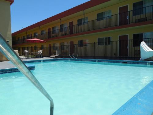 Howard Johnson Inn And Suites San Diego Area/Chula Vista - Chula Vista, CA 91910
