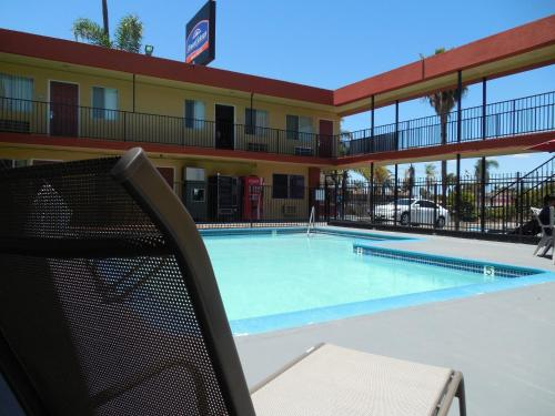 Howard Johnson Inn and Suites San Diego Area/Chula Vista Photo