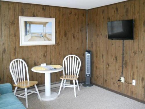 Driftwood Efficiency Motel Photo