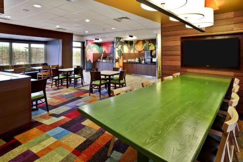 Fairfield Inn & Suites by Marriott Jeffersonville I-71 Photo