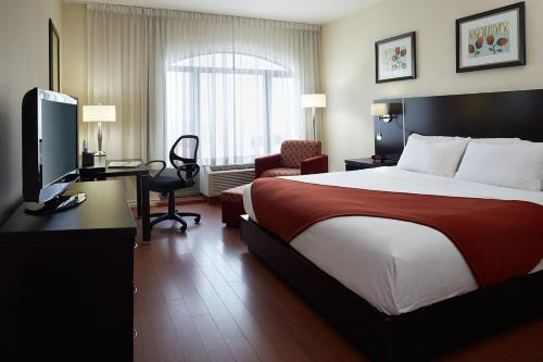 Holiday Inn Express Montreal Airport Photo