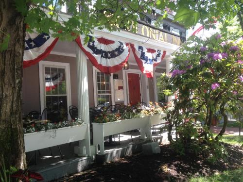 Concord's Colonial Inn Photo