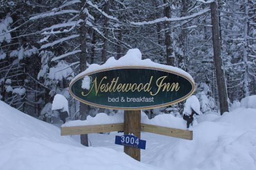 Nestlewood Inn Bed and Breakfast Photo