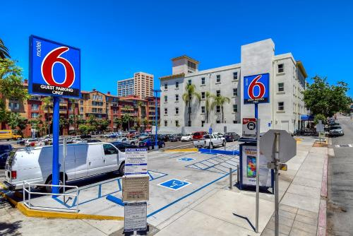 Motel 6 San Diego Downtown Photo
