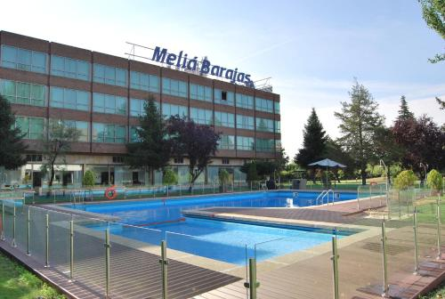 Melia barajas madrid for Piscina barajas