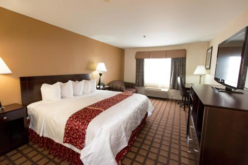 Best Western PLUS Oakbrook Inn Photo