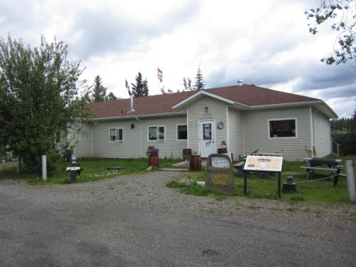 Johnson's Crossing Lodge Photo