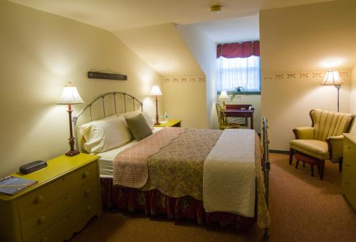 Captain Stannard House Bed and Breakfast Country Inn Photo