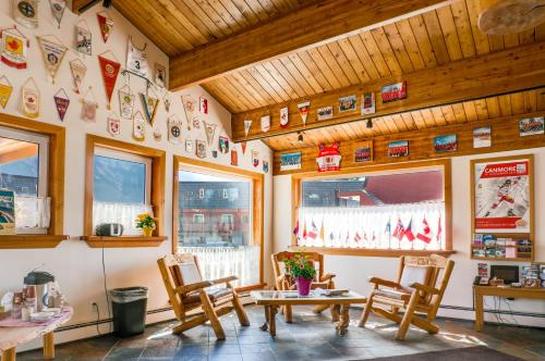 Rocky Mountain Ski Lodge Photo