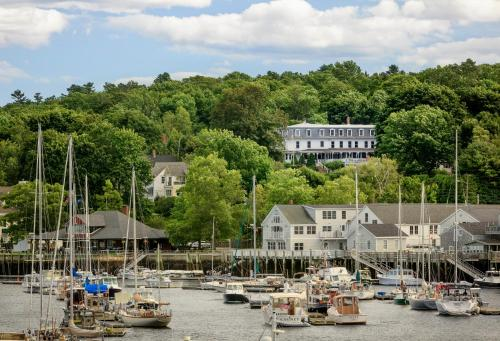 Relais Chateaux Camden Harbour Inn Photo