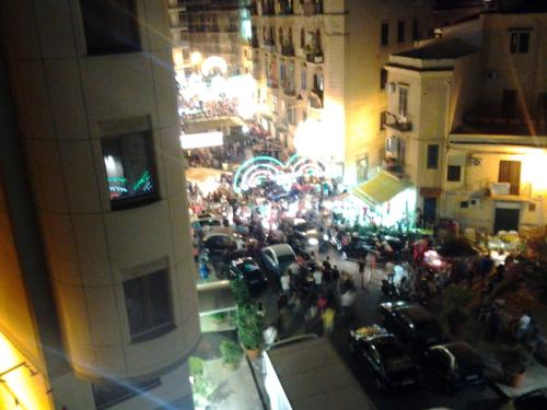 http://www.booking.com/hotel/it/room-39-s-studios-palermo-centro.html?aid=1728672