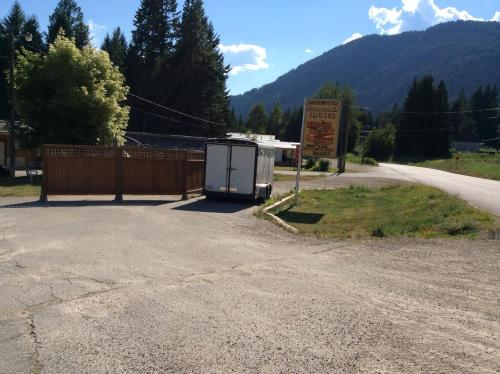 Rossland Motel Photo