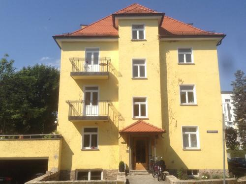 Pension Achtzimmer (Bed and Breakfast)