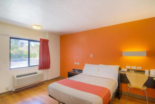 Motel 6 Simi Valley - Simi Valley, CA 93065