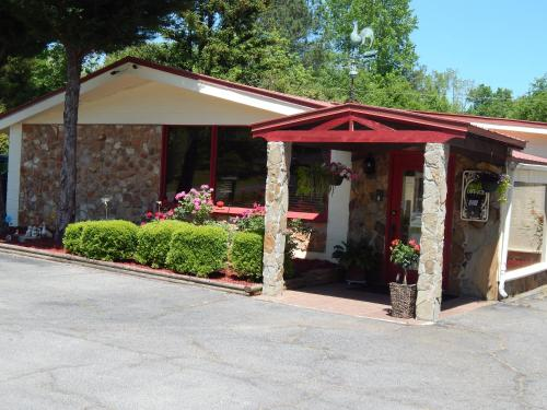 Valley Inn - Pine Mountain Photo