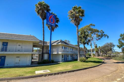 Motel 6 San Diego North Photo