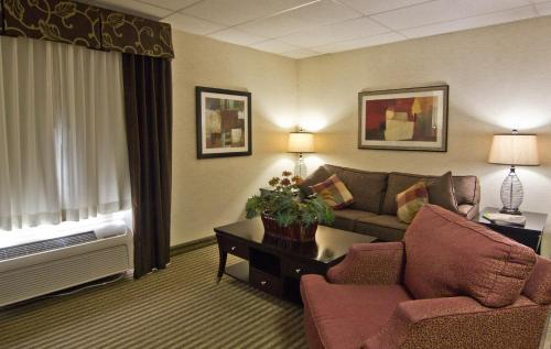 Christopher Inn and Suites Photo