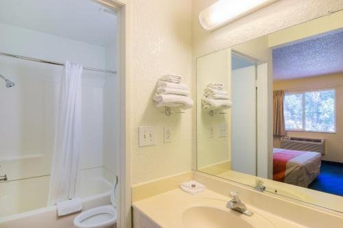 Motel 6 Los Angeles - Van Nuys/North Hills - North Hills, CA 91343