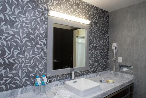 Holiday Inn Express & Suites Queretaro Photo