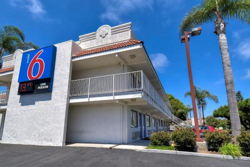 Motel 6 Carlsbad East Photo