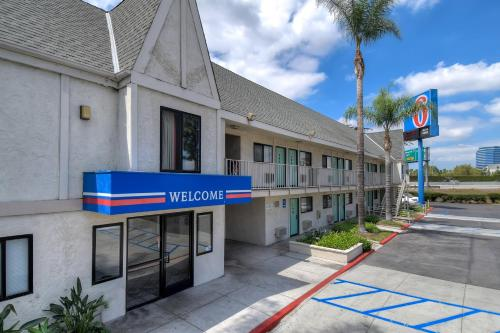 Motel 6 Anaheim Stadium - Orange Photo
