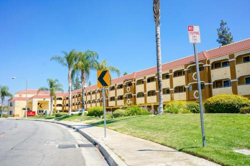 Ramada Ontario Airport Photo