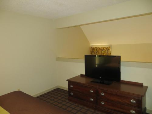 Orangewood Suites University Photo