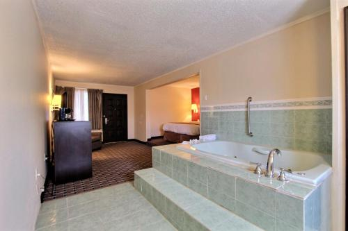 Quality Inn & Suites Millville – Vineland Photo
