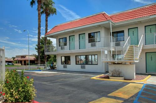 Motel 6 Phoenix Tempe - Broadway - ASU Photo