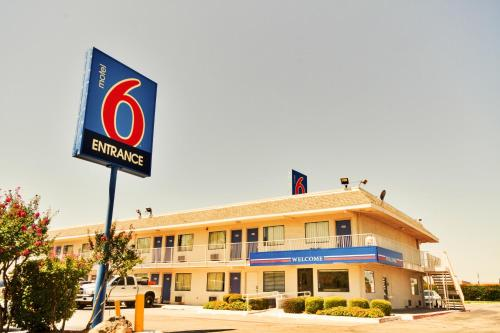 Motel 6 Dallas - Irving Photo